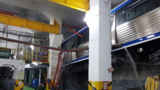 Un tren de metrou remorcat de către o locomotivă, aflat în activitate de manevră în depoul Berceni, a fost implicat într-un incident
