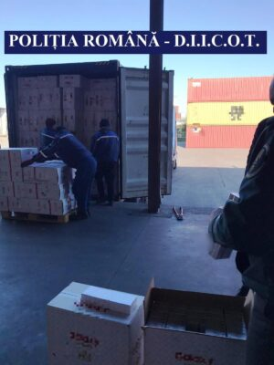 Polițiștii Serviciului de Combatere a Criminalității Organizate Porturi Maritime, control în portul Constanţa Sud Agigea