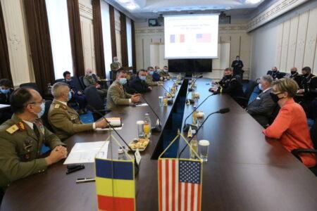 Întâlnirea conducerii MApN cu șeful Forțelor Terestre ale SUA