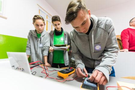 Burse pentru elevii liceelor tehnice, printr-un program TenarisSilcotub