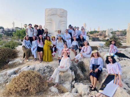 Sânziene printre Sculpturi Ziua Universală a Iei sărbătorită în Republica Cipru