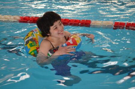 Susține proiectul: Îmi place să înot! Ore de recuperare prin mișcare și aquaterapie pentru copiii cu autism