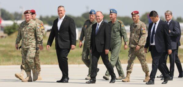 Ceremonia de întâmpinare a 15 cetățeni români repatriați astăzi din Afganistan cu o aeronavă militară românească